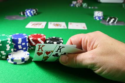Image de couverture de l'article Quel est l'âge légal pour jouer au poker