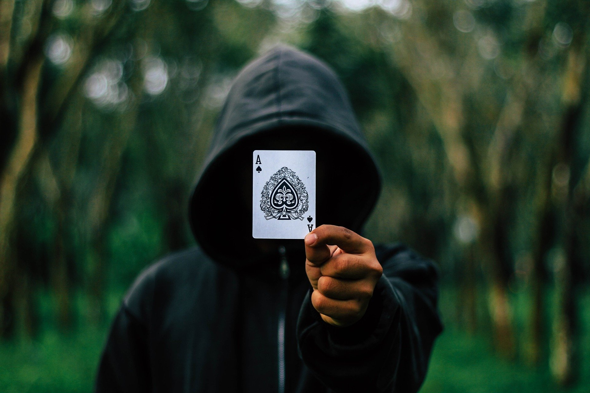 Image de couverture de l'article Poker en casino vs poker en ligne